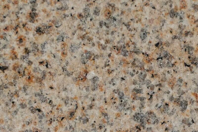 Granito Golden Pearl Flameado 60X60x1.5